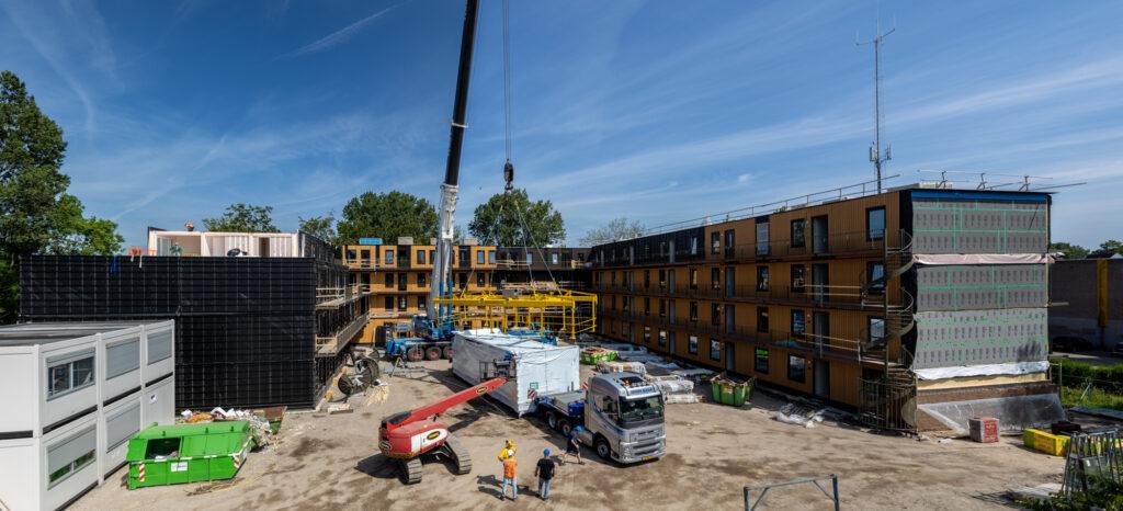 De laatste appartementen komen aan op de bouwlocatie